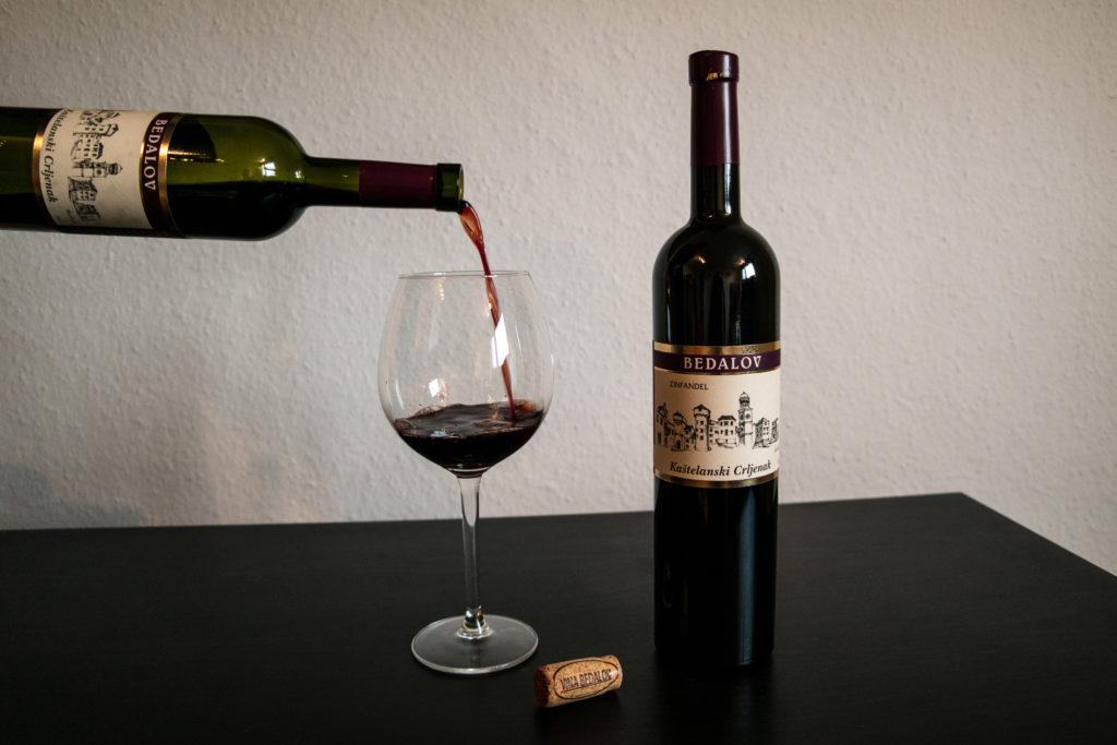 cover pouring wine Kastelanski Crljenak Bedalov